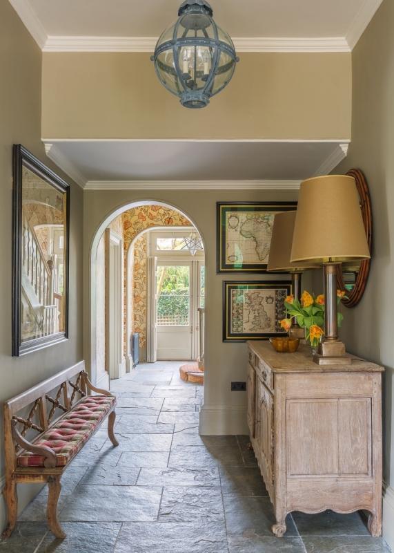 Kent - Hallway